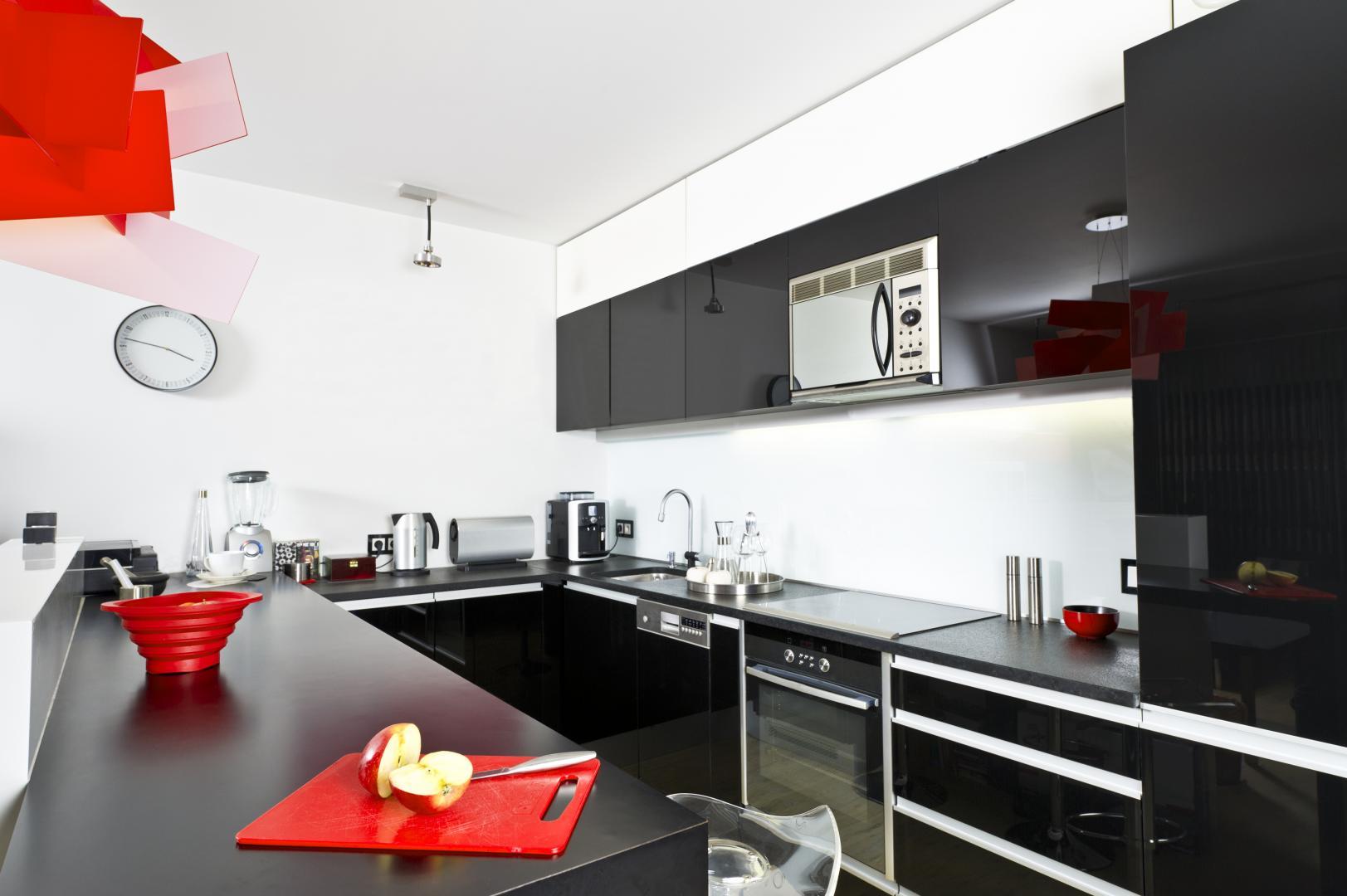 cuisiniste calvisson-cuisine equipee nimes-salle de bain gard-dressing sur mesure caveirac-store calvisson-installateur de cuisines nimes-menuisier d agencement gard